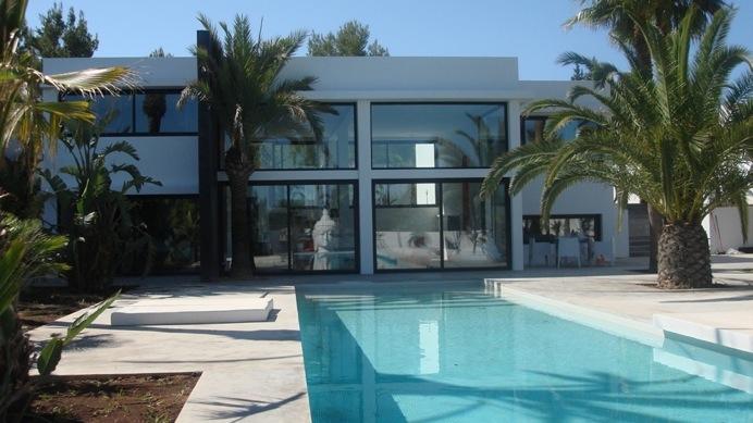 Venta villa minimalista 5 dormitorios 5 ba os piscina for Casa minimalista con alberca