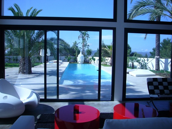 Venta villa minimalista 5 dormitorios 5 ba os piscina for Casa minimalista caracteristicas