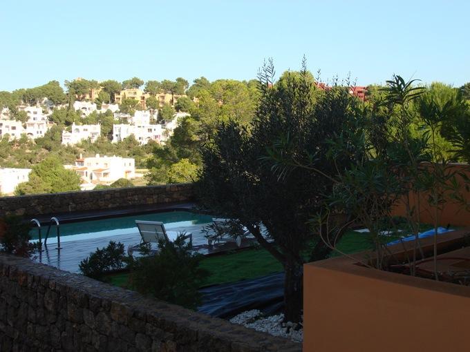 Venta cala carbo planta baja con piscina privada y jard n for Ciudad jardin ibiza
