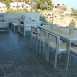 terraza con cenador y zona sofás