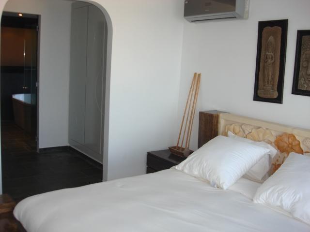 dormitorio suite con vestidor y baño