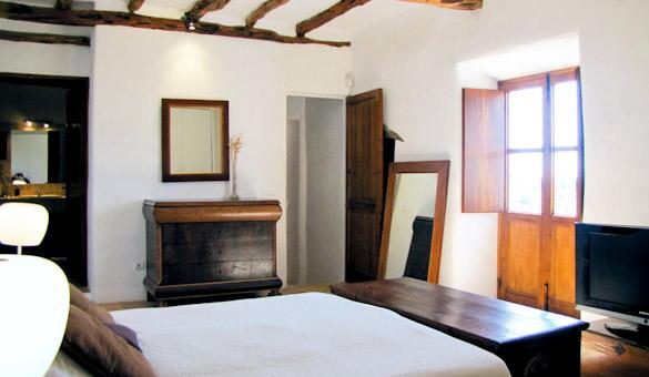 016-main-bedroom