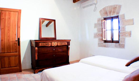 024-bedroom-upstairs