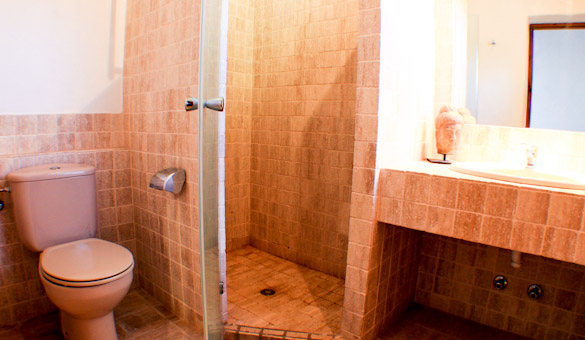 025-bathroom-upstairs