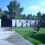 puerta acceso vivienda con valla