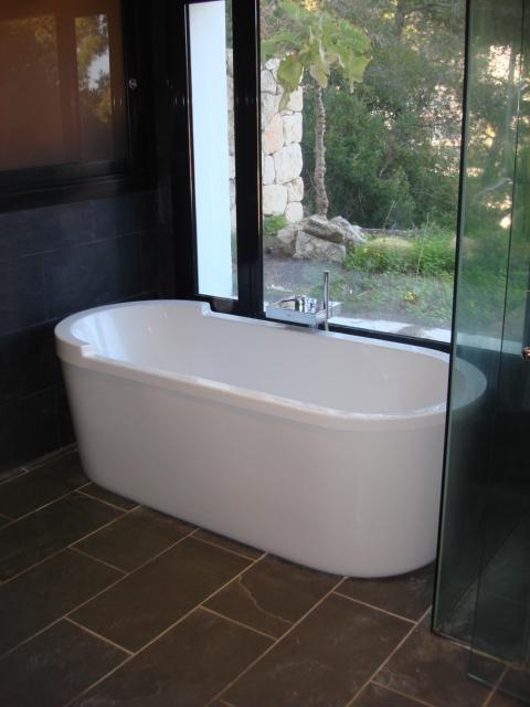 bañera en baño suite