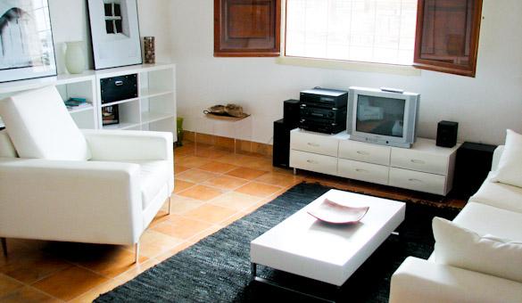 028-guesthouse-livingroom